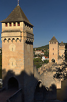 Les trois tours fortifiees qui protegeaient la peninsule de Cahors a l'ouest.<br /> The three strengthened towers which protected the peninsula from Cahors has the west.