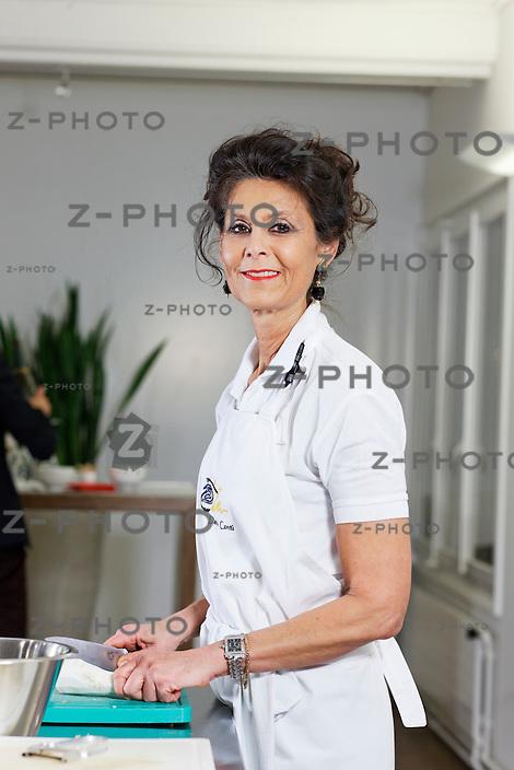Portrait von Daria Conti Starkoechin aus Luzern in ihrer Kuchschule am Mittwoch (23.11.11) in Hergiswil NW..Copyright © Zvonimir Pisonic