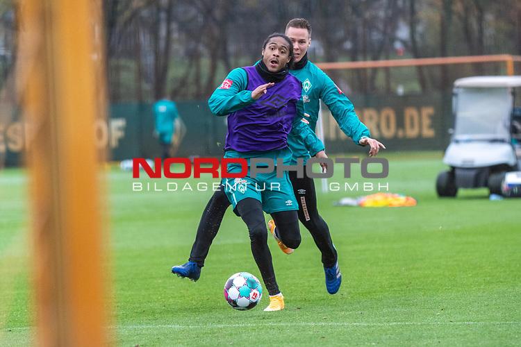 17.11.2020, Trainingsgelaende am wohninvest WESERSTADION - Platz 12, Bremen, GER, 1.FBL, Werder Bremen Training<br /> <br /> <br /> Im Zweikampf Tahith Chong (Werder Bremen #22) (li) und Niklas Moisander (Werder Bremen #18 Kapitaen)  ,Ball am Fuss, <br /> Querformat<br /> <br /> <br /> Foto © nordphoto / Kokenge