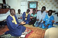 - immigrated from the Senegal celebrate the Islamic prayer in their residence....- Immigrati dal Senegal celebrano la preghiera islamica nella loro abitazione