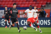 Football: Champions League, knockout round, round of 16, first leg, RB Leipzig - Liverpool FC at Puskas Arena. Liverpool's Alex Oxlade-Chamberlain and Leipzig's Dayot Upamecano battle for the ball.