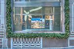 USA, NY, New York, 5th  Avenue, Tiffany Show Window at Christmas