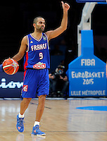 France's Tony Parker controls the ball during European championship semi-final basketball match between France and Spain on September 17, 2015 in Lille, France  (credit image & photo: Pedja Milosavljevic / STARSPORT)