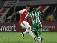 BOGOTÁ - COLOMBIA, 28-07-2018: Yeison Gordillo (Izq.) jugador de Santa Fe disputa el balón con Deiver machado (Der.) jugador del Nacional durante el encuentro entre Independiente Santa Fe y Atlético Nacional por la fecha 2 de la Liga Águila II 2018 jugado en el estadio Nemesio Camacho El Campin de la ciudad de Bogotá. / Yeison Gordillo (L) player of Santa Fe struggles for the ball with Deiver machado (R) player of Nacional during match between Independiente Santa Fe and Atletico Nacional for the date 2 of the Aguila League II 2018 played at the Nemesio Camacho El Campin Stadium in Bogota city. Photo: VizzorImage/ Gabriel Aponte / Staff
