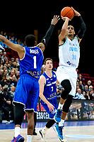 GRONINGEN - FIBA Basketbal-bubbel. Donar - Allianz Swans Gmunden seizoen 2021-2022, 29-09-2021,  Donar speler Marquis Addison driepunter tegen Gmunden speler Kahron Ross