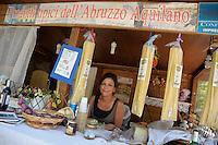 Negozio di prodotti tipici abruzzesi..Dopo il terremoto  del 2009 alcuni negozi e attività commerciali riaprono a L'Aquila..After the earthquake of 2009, some shops and businesses reopen in L'Aquila.