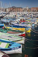 Europe/France/Provence-Alpes-Côte d'Azur/Alpes-Maritimes/ Nice: Le Port Lympia ou port de Nice, pointus  et l' église de l'Immaculée Conception plus connue sous le nom de Notre-Dame du Port // Europe, France, Provence-Alpes-Côte d'Azur, Alpes-Maritimes, Nice:  Lympia port or port of Nice, pointus local fishing boats
