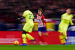 Antoine Griezmann of Atletico de Madrid (C) runs with the ball during the La Liga 2018-19 match between Atletico Madrid and FC Barcelona at Wanda Metropolitano on November 24 2018 in Madrid, Spain. Photo by Diego Souto / Power Sport Images