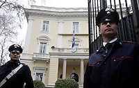 Carabinieri davanti all'Ambasciata di Grecia a Roma, 27 dicembre 2010, durante le operazioni di disinnesco di un pacco bomba..Carabinieri officers stand outside the Greek Embassy in Rome, 27 december 2010. A package bomb was found at the Embassy four days after similar mail bombs exploded at Switzerland and Chile's embassies injuring two people. The device was defused and no one was injured..© UPDATE IMAGES PRESS/Riccardo De Luca