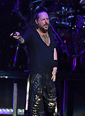 WEST PALM BEACH, FL - AUGUST 05: Jonathan Davis of Korn performs at The iTHINK Financial Amphitheatre on August 5, 2021 in West Palm Beach Florida. Credit Larry Marano © 2021