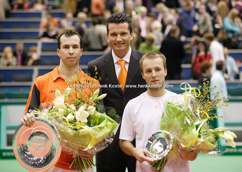 26-2-06, Netherlands, tennis, Rotterdam, Winner Stepanek with runner up Cristoph Rochus and tournament director Richard Krajicek