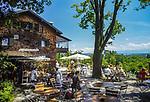 Deutschland, Bayern, Oberbayern, Starnberger See, bei Tutzing: Biergarten auf der Ilkahoehe   Germany, Bavaria, Upper Bavaria, Lake Starnberg, near Tutzing: beer garden at Ilka Heights