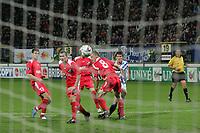 sc Heerenveen - FC Banik Ostrava 29 sept. 05<br />Huntelaar haalt uit en scoort zijn tweede doelpunt<br />©foto Martin de Jong