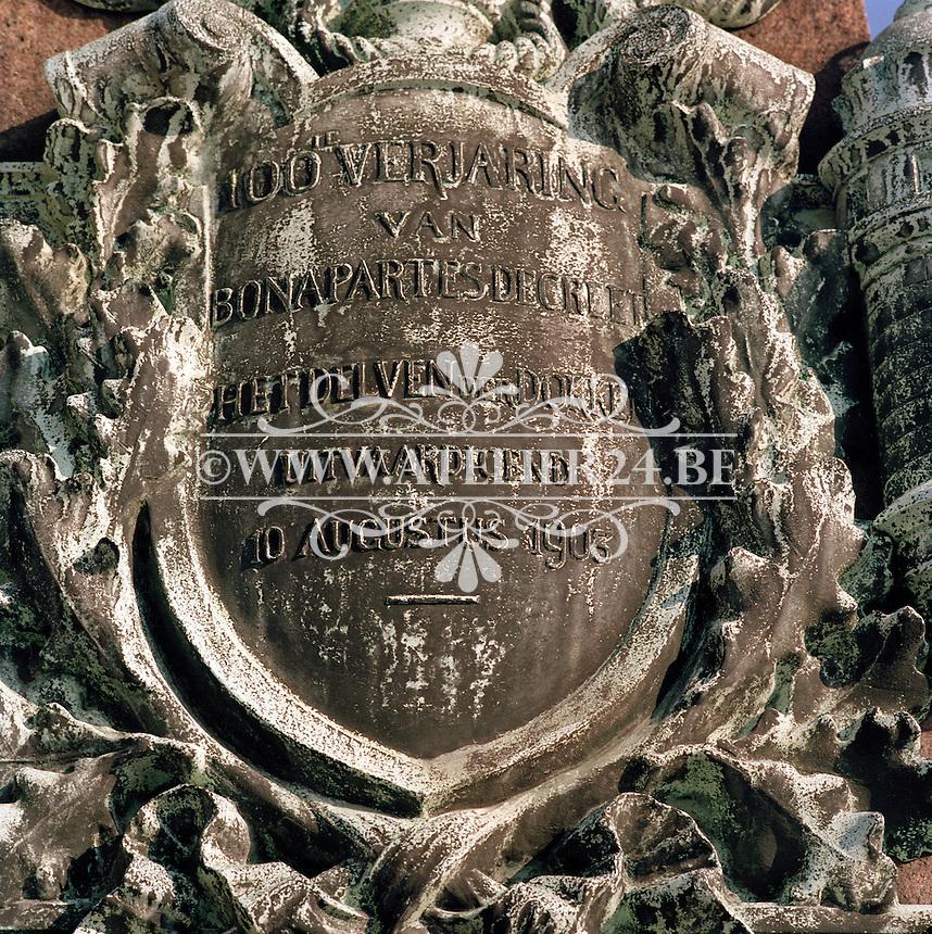 April 1991. Gedenksteen voor het graven van het Bonapartedok in Antwerpen.