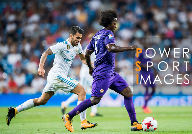 Carlos Sanchez (r) of ACF Fiorentina battles for the ball with Daniel Ceballos Fernandez, Dani Ceballos, of Real Madrid during the Santiago Bernabeu Trophy 2017 match between Real Madrid and ACF Fiorentina at the Santiago Bernabeu Stadium on 23 August 2017 in Madrid, Spain. Photo by Diego Gonzalez / Power Sport Images