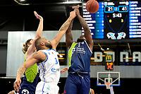 10-04-2021: Basketbal: Donar Groningen v ZZ Leiden: Groningen, Donar speler Jarred Ogungbemi-Jackson met Leiden speler Giddy Potts