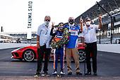#30: Takuma Sato, Rahal Letterman Lanigan Racing Honda and team kissing the bricks, David Letterman, Bobby Rahal, Mike Lanigan