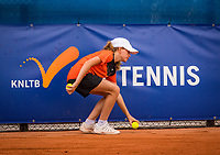 Amstelveen, Netherlands, 1 August 2020, NTC, National Tennis Center, National Tennis Championships, Men's final: Ballgirl in action.<br /> Photo: Henk Koster/tennisimages.com