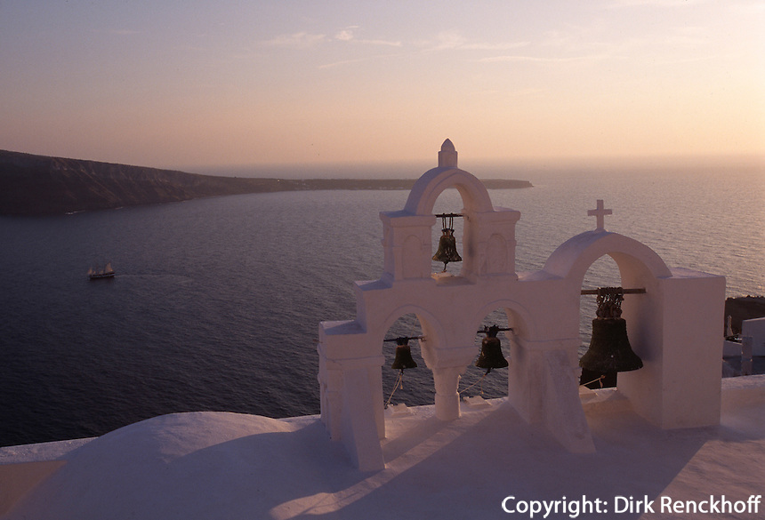 Kirche in Oia, Insel Santorin (Santorini), Griechenland, Europa
