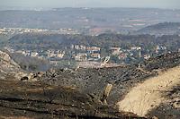 village des pennes mirabeau durant l incendie sur la commune des pennes mirabeau le jeudi 11 aout 2016