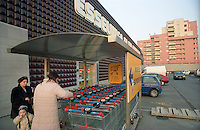 "milano, quartiere rubattino - lambrate, periferia est. esselunga presso il nuovo complesso residenziale in costruzione --- milan, rubattino - lambrate district, east periphery. ""esselunga"" supermarket nearby the new residential buildings compound under construction"
