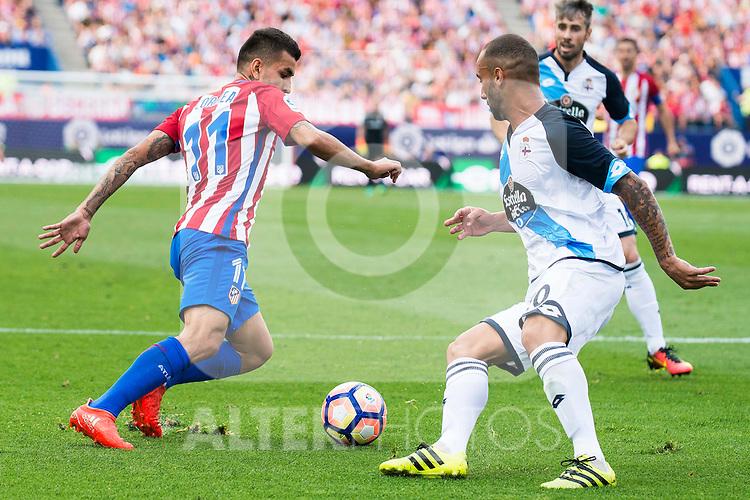Atletico de Madrid's player Ángel Martín Correa and Deportivo de la Coruña's player Guilherme during a match of La Liga Santander at Vicente Calderon Stadium in Madrid. September 25, Spain. 2016. (ALTERPHOTOS/BorjaB.Hojas)
