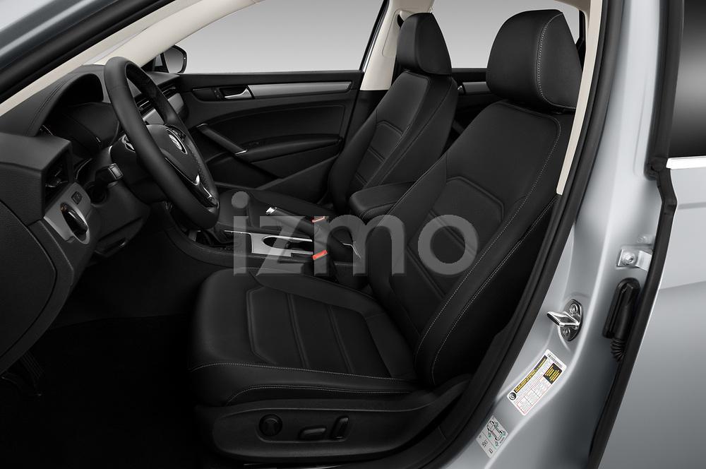 Front seat view of 2020 Volkswagen Passat SE 4 Door Sedan Front Seat  car photos