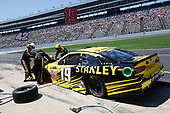 2017 Monster Energy NASCAR Cup Series<br /> O'Reilly Auto Parts 500<br /> Texas Motor Speedway, Fort Worth, TX USA<br /> Sunday 9 April 2017<br /> Daniel Suarez, STANLEY Toyota Camry pit stop<br /> World Copyright: Matthew T. Thacker/LAT Images<br /> ref: Digital Image 17TEX1mt1459