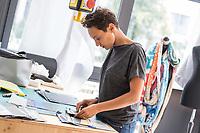 """Das Berliner Start-up """"mimycri"""" produziert Taschen aus den Gummiplanen gestrandeter Fluechtlingsboote.<br /> Statt Griechenlands Straende im Muell der gestrandeten Fluechtlingsboote ersticken zu lassen, stellt das Berliner Unternehmen """"mimycri"""" daraus Taschen und Rucksaecke her und bietet Fluechtlingen eine Chance auf Normalitaet und Regelmaessigkeit.<br /> Im Bild: Nora Azzaoui, 30-Jaehrige Unternehmensberaterin aus Berlin, bereitet das Material fuer Taschen vor.<br /> 8.8.2017, Berlin<br /> Copyright: Christian-Ditsch.de<br /> [Inhaltsveraendernde Manipulation des Fotos nur nach ausdruecklicher Genehmigung des Fotografen. Vereinbarungen ueber Abtretung von Persoenlichkeitsrechten/Model Release der abgebildeten Person/Personen liegen nicht vor. NO MODEL RELEASE! Nur fuer Redaktionelle Zwecke. Don't publish without copyright Christian-Ditsch.de, Veroeffentlichung nur mit Fotografennennung, sowie gegen Honorar, MwSt. und Beleg. Konto: I N G - D i B a, IBAN DE58500105175400192269, BIC INGDDEFFXXX, Kontakt: post@christian-ditsch.de<br /> Bei der Bearbeitung der Dateiinformationen darf die Urheberkennzeichnung in den EXIF- und  IPTC-Daten nicht entfernt werden, diese sind in digitalen Medien nach §95c UrhG rechtlich geschuetzt. Der Urhebervermerk wird gemaess §13 UrhG verlangt.]"""