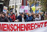 """Proteste linker und feministischer Gruppen gegen den Aufmarsch von ca. 3.500 rechtskonservativen Lebensschuetzern, welche mit einem """"Marsch fuer das Leben"""" gegen Frauenrechte, gegen das Recht auf Abtreibung und Sterbehilfe durch Berlin demonstrierten.<br /> Es kam zu Versuchen der rechten Aufmarsch zu blockieren.<br /> 22.9.2018, Berlin<br /> Copyright: Christian-Ditsch.de<br /> [Inhaltsveraendernde Manipulation des Fotos nur nach ausdruecklicher Genehmigung des Fotografen. Vereinbarungen ueber Abtretung von Persoenlichkeitsrechten/Model Release der abgebildeten Person/Personen liegen nicht vor. NO MODEL RELEASE! Nur fuer Redaktionelle Zwecke. Don't publish without copyright Christian-Ditsch.de, Veroeffentlichung nur mit Fotografennennung, sowie gegen Honorar, MwSt. und Beleg. Konto: I N G - D i B a, IBAN DE58500105175400192269, BIC INGDDEFFXXX, Kontakt: post@christian-ditsch.de<br /> Bei der Bearbeitung der Dateiinformationen darf die Urheberkennzeichnung in den EXIF- und  IPTC-Daten nicht entfernt werden, diese sind in digitalen Medien nach §95c UrhG rechtlich geschuetzt. Der Urhebervermerk wird gemaess §13 UrhG verlangt.]"""