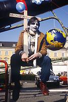 - Germany, antinuclear demonstration in Bonn (October 1983)<br /> <br /> - Germania, manifestazione antinucleare a Bonn (Ottobre 1983)