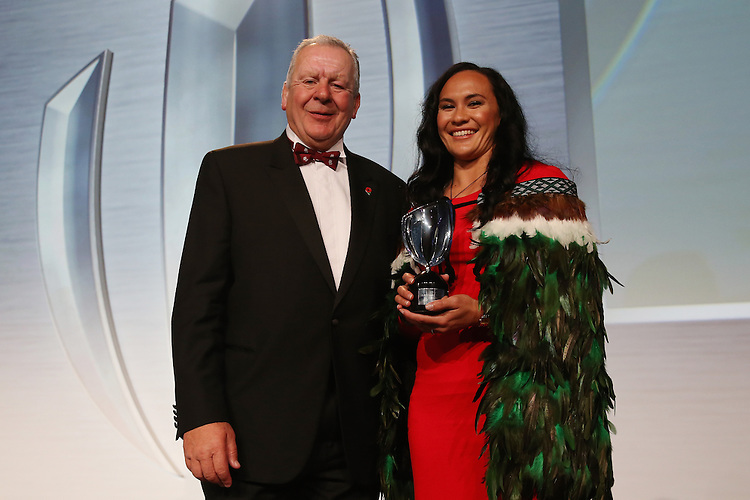 LONDON, ENGLAND - NOVEMBER 01:  Portia Woodman (R) of New Zealand receives the Women's 7's Player of the Year award from Bill Beaumont (L) the Chairman of the RFU during the World Rugby Awards 2015 at Battersea Evolution on November 1, 2015 in London, England.  (Photo: World Rugby)