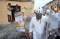 - social center Leoncavallo, training and simulation of riots in preparation of the demonstrations against G 8 summit of July 2001 in Genoa<br /> <br /> - centro sociale Leoncavallo, addestramento e simulazione di guerriglia urbana in preparazione delle manifestazioni contro il summit G 8 del luglio 2001 a Genova