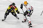 Bremerhavens JANURBAS (Nr.9) im Zweikampf mit Krefelds Patrick Kloepper (Nr.9)  beim Spiel in der Gruppe Nord der DEL, Krefeld Pinguine (schwarz) – Fischtown Pinguins Bremerhaven (weiss).<br /> <br /> Foto © PIX-Sportfotos.de *** Foto ist honorarpflichtig! *** Auf Anfrage in hoeherer Qualitaet/Aufloesung. Belegexemplar erbeten. Veroeffentlichung ausschliesslich fuer journalistisch-publizistische Zwecke. For editorial use only.