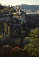 Europe/France/Midi-Pyrénées/46/Lot/Vallée de la Dordogne/Env Lacave: Le château de Belcastel et la vallée de la Dordogne