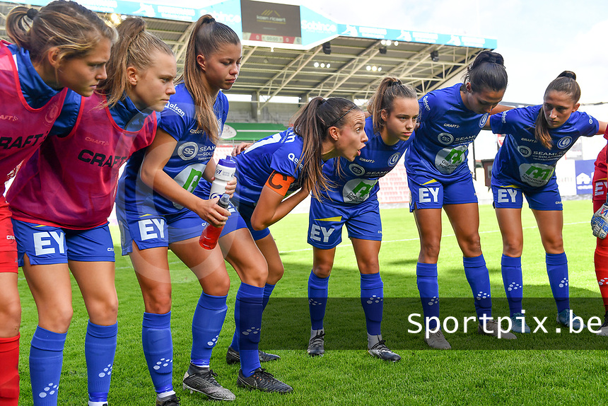 Gent's players pictured listening to the speech of Gent's Silke Vanwynsberghe (21)  during a female soccer game between Zulte Waregem and the KAA Gent Ladies on the fourth matchday of the 2020 - 2021 season of Belgian Scooore Womens Super League , saturday 10 October 2020  in Waregem , Belgium . PHOTO SPORTPIX.BE | SPP | DAVID CATRY