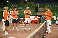 7-2-06, Netherlands, Amsterdam, Daviscup, first round, Netherlands-Russia, training , eveluating strategy