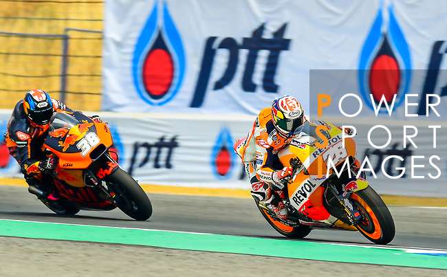 Repsol Honda Team's rider Dani Pedrosa (R) of Spain and Red Bull KTM Factory Racing's rider Bradley Smith of Great Britain ride during the MotoGP Official Test at Chang International Circuit on 18 February 2018, in Buriram, Thailand. Photo by Kaikungwon Duanjumroon / Power Sport Images