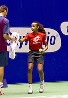 19-12-10, Tennis, Rotterdam, Reaal Tennis Masters 2010,  Een ballenmeisje rijkt Thomas Schoorel een handdoek aan