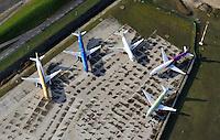 Airbus A318 und A319 bereit zur Auslieferung: EUROPA, DEUTSCHLAND, HAMBURG, FINKENWERDER, (EUROPE, GERMANY), 11.11.2012: Werksgelaende des Airbus Produktionsstandortes Hamburg Finkenwerder. Fuenf neue Flugzeuge der Airbusfamilie stehen bei der Endfertigung. - Aufwind-Luftbilder- Stichworte: Europa, Deutschland, Hamburg, Finkenwerder, A 318, A319, A321  Werksgelaende, Gelaende, Airbus, Produktion, produzieren, Herstellung, herstellen, Standort, neu, neue, Auslieferung, ausliefern, Flugzeug, Flugzeuge, Flugverkehr, Luftverkehr, fliegen, Landebahn, Startbahn, Werk, Luftaufnahme, Luftbild, Luftansicht, Verkehr, Gebaeude, Anlage, Wirtschaft, Industrie, Reise, reisen, Tourismus, Verkehrsflughafen, Passagierflugzeug, Passagierflugzeuge, Luftfahrt, Touristik ,.China Eastern, easy Jet, Fluglinien,