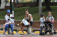 CALI - COLOMBIA, 14-04-2020: Madres con sus hijos de esperan el llamado durante la jornada de repatriación de 215 venezolanos hacía su país desde Cali en el día 22 de la cuarentena total en el territorio colombiano causada por la pandemia  del Coronavirus, COVID-19. / Mothers with their sons wait for the call during the repatriation journey of 215 Venezuelans to their country from Cali during the day 22 of total quarantine in Colombian territory caused by the Coronavirus pandemic, COVID-19. Photo: VizzorImage / Gabriel Aponte / Staff