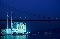 "Europe/Turquie/Istanbul/Ortakoy : La mosquée ""Mecidiye Cami"" et le Bosphore - Le pont vers l'Asie  // Europe / Turkey / Istanbul / Ortakoy: The ""Mecidiye Cami"" mosque and the Bosphorus - The bridge to Asia"