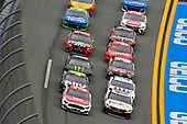 #21: Paul Menard, Wood Brothers Racing, Ford Mustang Motorcraft / Quick Lane Tire & Auto Center and #11: Denny Hamlin, Joe Gibbs Racing, Toyota Camry FedEx Express