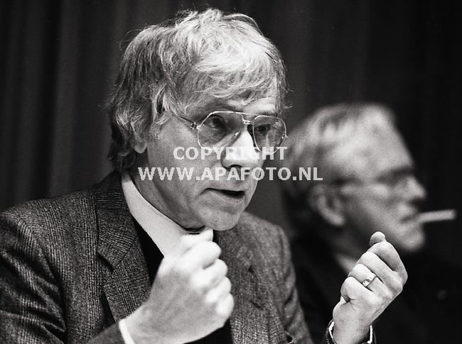 archief04021987/870425 oud directeur olm frans puijenbroek, achtergrond oud burgemeester drijber van arnhem<br />foto frans ypma APA-foto