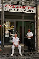 """La Pizzeria """"Gran Sasso"""".Dopo il terremoto  del 2009 alcuni negozi e attività commerciali riaprono a L'Aquila..After the earthquake of 2009, some shops and businesses reopen in L'Aquila."""