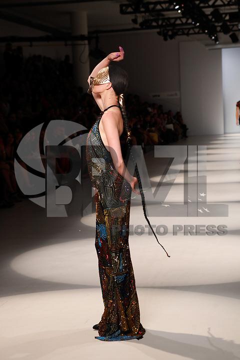SAO PAULO, SP, 22 DE MARCO 2013 - SPFW LINO VILLAVENTURA - Desfile da grife Lino Villaventura no último dia do São Paulo Fashion Week primavera-verão na Bienal do Ibirapuera na região sul da cidade de São Paulo nesta sexta-feira, 22. FOTO: POLINE LYS - BRAZIL PHOTO PRESS.