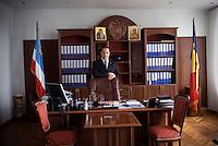 REPUBLIC OF MOLDOVA, Gagauzia, Comrat, 2009/06/27..Mikhail Formuzal Macar, current Bashkan of Gagauzia in his office at the seat of government of the autonomous province. On the left, the flag Gagauz, Moldovan flag on the right, under the protection of the Bulgarian Orthodox Church..© Bruno Cogez / Est&Ost Photography..REPUBLIQUE MOLDAVE, Gagaouzie, Comrat, 27/06/2009..Mikhail Macar Formuzal, actuel Bachkan de Gagaouzie dans son bureau au siege du gouvernement de la province autonome. A gauche, le drapeau gagaouze, a droite le drapeau moldave, sous la protection de l'eglise orthodoxe bulgare..© Bruno Cogez / Est&Ost Photography