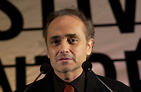 jan 30, 2002, Montreal, Quebec, Canada; <br /> <br /> Spanish Tenor Jose Carrera remind  the photographers that they cannot use a flash during the press conference about his January 31st, 2002 concert in Montreal.