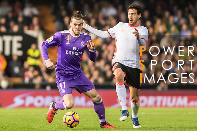 Gareth Bale (l) of Real Madrid battles for the ball with Daniel Parejo Munoz of Valencia CF during their La Liga match between Valencia CF and Real Madrid at the Estadio de Mestalla on 22 February 2017 in Valencia, Spain. Photo by Maria Jose Segovia Carmona / Power Sport Images