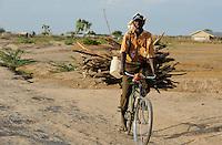 KENYA Turkana Region, UNHCR refugee camp Kakuma, where permanent 80.000 refugees from Somalia, Ethiopia, South Sudan are living / KENIA UNHCR Fluechtlingslager Kakuma in der Turkana Region , hier leben ca. 80.000 Fluechtlinge aus Somalia Sudan Aethiopien
